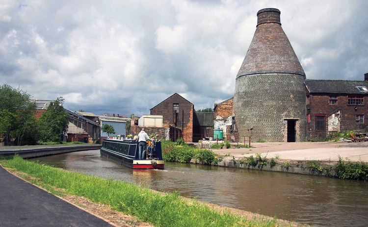 Stoke on Trent bottle kiln and canal